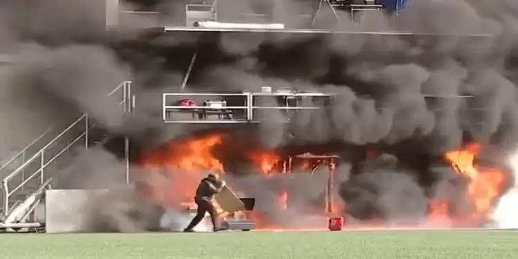 फुटबाल मैच: इंग्लैंड और मेजबान के बीच मैच से पहले स्टेडियम में लगी खतरनाक आग