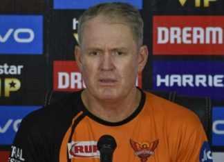टीम से बाहर किए जाने पर निराश और हैरान हैं वार्नर : Tom Moody