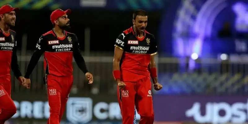 IPL 2021 - एक सीजन में सबसे ज्यादा विकेट लेने वाले गेंदबाज बने हर्षल पटेल, जानें दुसरे पर कौन