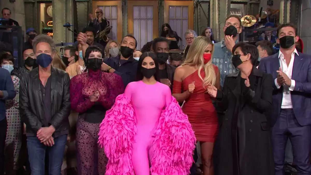 जॉन सीना ने शनिवार की रात को किम कार्दशियन के साथ पैरोडी सेगमेंट में अभिनय किया