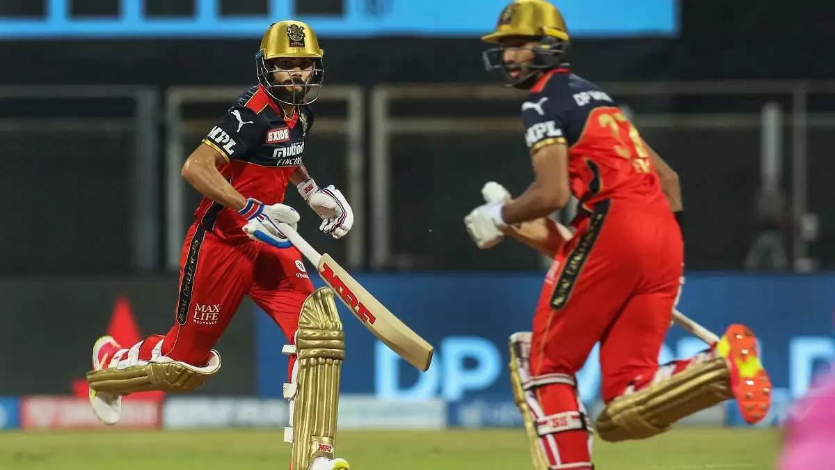 3 बल्लेबाज जिन्होंने IPL 2021 में रॉयल चैलेंजर्स बैंगलोर के लिए सर्वाधिक रन बनाए