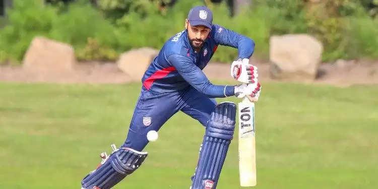 भारत में जन्में अमेरिकी जसकरण मल्होत्रा को बुधवार को सितंबर महीने के आईसीसी (इंटनेशनल क्रिकेट काउंसिल) के सर्वश्रेष्ठ पुरूष खिलाड़ी के लिए तीन नोमिनेट क्रिकेटरों में शामिल किया गया। जसकरण किसी इंटरनेशनल मैच में एक ओवर में छह छक्के जड़ने वाले चौथे खिलाड़ी बने हैं। इनके अलावा बाकी दो नामांकित खिलाड़ी बांग्लादेश के स्पिनर नासुम अहमद  और नेपाल के लेग स्पिनर संदीप लामिचाने  हैं।   वहीं, इंग्लैंड की कप्तान हीथर नाइट, उनकी हमवतन चार्ली डीन और दक्षिण अफ्रीका की लिजली ली को आईसीसी के महीने की सर्वश्रेष्ठ महिला खिलाड़ी के लिये नामांकित किया गया है। चंडीगढ़ में जन्में और अंडर-19 स्तर पर हिमाचल प्रदेश की कप्तानी करने वाले 31 साल के मल्होत्रा  ने 9 सितंबर को ओमान में विश्व कप लीग 2 के एक मैच में पापुआ न्यू गिनी के खिलाफ नाबाद 173 रन की शानदार पारी के दौरान एक ओवर में छह छक्के जड़े थे। उनके नाम पर छह वनडे में 87 के औसत और 104.40 के स्ट्राइक रेट से 261 रन हैं।  न्यूजीलैंड के खिलाफ घरेलू टी20 सीरीज में नासुम अहमद  बांग्लादेश के स्टार खिलाड़ी रहे थे जिसमें प्रतिद्वंद्वी टीम उनकी सटीक लाइन एवं लेंथ के झांसे में आ गयी थी। उन्होंने इस सीरीज में आठ विकेट चटकाये जिसमें चौथे मैच में उनका प्रदर्शन 10 रन देकर चार विकेट था। इस प्रदर्शन की बदौलत मेजबान टीम ने न्यूजीलैंड को 3-2 के अंतर से पराजित कर दिया था।  अपने छोटे से करियर में अब तक अपनी गेंदबाजी से सभी को प्रभावित कर चुके हैं। सितंबर के महीने में भी उनका शानदार प्रदर्शन जारी रहा जिसमें वह विश्व कप लीग 2 में बेहतरीन गेंदबाज रहे। छह वनडे में उन्होंने 18 विकेट चटकाये और उन्होंने पापुआ न्यू गिनी के खिलाफ 11 रन देकर छह विकेट लेकर सभी का ध्यान खींचा।  महिलाओं में चार्ली डीन न्यूजीलैंड के खिलाफ घरेलू वनडे सीरीज में सर्वाधिक विकेट चटकाने वाली गेंदबाज रहीं। उन्होंने 10 विकेट झटके थे। इससे इंग्लैंड ने श्रृंखला में 4-1 से जीत हासिल की। इंग्लैंड की कप्तान हीथर नाइट ने गेंद और बल्ले दोनों से अच्छा प्रदर्शन किया। उन्होंने 214 रन जोड़े जिसमें पहले और चौथे वनडे में क्रमश: 89 और 101 रन की पारियां खेलीं। उन्होंने तीन विकेट भी झटके। लिजली ली कैरेबियाई सरजमीं पर वेस्टइंडीज के खिलाफ वनडे श्रृंखला में 248 रन बनाकर शीर्ष स्कोरर रहीं।