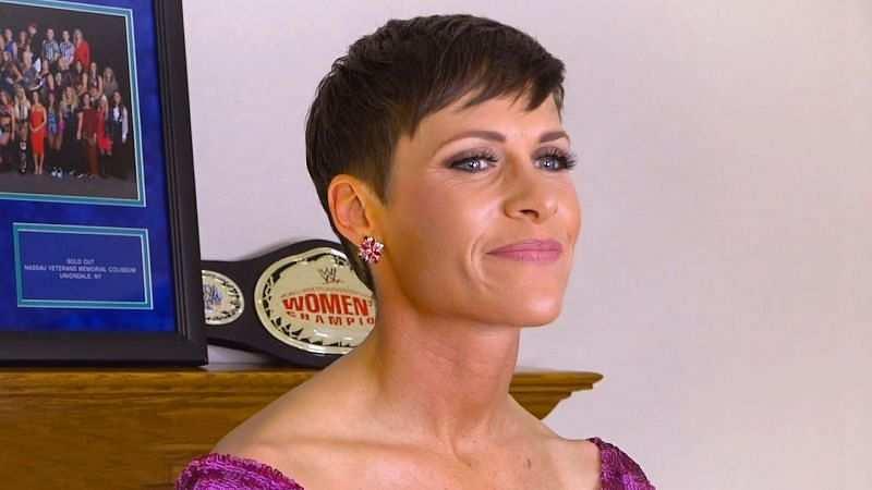 """WWE द्वारा उसके हॉल ऑफ फेम भाषण में कटौती करने के बाद मौली होली """"चार घंटे तक रोई"""""""