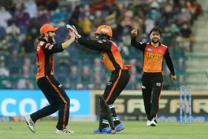 IPL 2021: सनराइजर्स हैदराबाद ने बिगाड़ी रॉयल चैलेंजर्स बैंगलोर की पार्टी, विराट कोहली की टीम को 4 रन से हराया