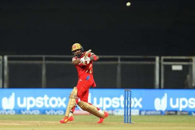 IPL 2021: इस सीजन में सबसे ज्यादा छक्के और चौके लगाने वाले बल्लेबाज कौन हैं?