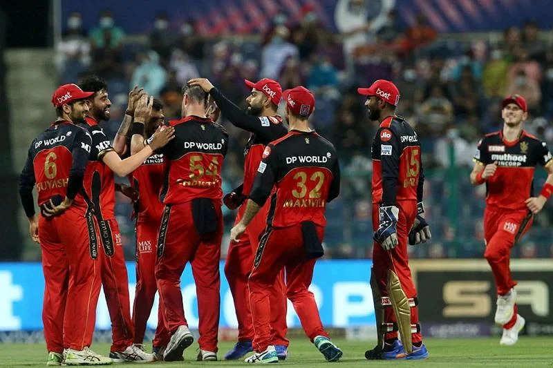 IPL 2021: कैसे RCB CSK को पछाड़ सकती है टॉप 2 में जगह?