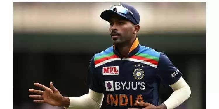 """मुंबई इंडियंस आईपीएल 2021 अंकतालिका में पांचवें स्थान पर रही। टीम ने सनराइजर्स हैदराबाद  पर 42 रन की जीत के साथ अपने आईपीएल 2021 अभियान का अंत किया, लेकिन प्लेऑफ के लिए क्वालीफाई करने में विफल रही। टूर्नामेंट के दूसरे चरण में हार्दिक ने एक भी गेंद नहीं फेंकी और बल्लेबाजी में भी उन्हें संघर्ष करना पड़ा। रोहित ने एक वर्चुअल पोस्ट-मैच प्रेस कॉन्फ्रेंस के दौरान कहा, """"हां, उसकी गेंदबाजी के मामले में देखो, उसने अभी तक गेंदबाजी नहीं की है। फिजियो, ट्रेनर और मेडिकल टीम उसकी गेंदबाजी पर काम कर रही है। अभी तक, मुझे केवल इतना पता है कि उसने अभी तक एक भी गेंद नहीं फेंकी है। उसने SRH के खिलाफ भी गेंदबाजी नहीं की, लेकिन आप जानते हैं, वह दिन-ब-दिन बेहतर होता जा रहा है। वह अगले सप्ताह तक गेंदबाजी करने में सक्षम हो सकता है, कौन जानता है? डॉक्टर और फिजियो उस पर एक अपडेट देने में सक्षम होंगे।""""      India T20 World cup Squad – भारत विश्व कप टीम: विराट कोहली (कप्तान), रोहित शर्मा (उप-कप्तान), केएल राहुल, सूर्यकुमार यादव, ऋषभ पंत (विकेटकीपर), ईशान किशन (विकेटकीपर), हार्दिक पांड्या, रवींद्र जडेजा, राहुल चाहर, रविचंद्रन अश्विन, अक्षर पटेल, वरुण चक्रवर्ती, जसप्रीत बुमराह, भुवनेश्वर कुमार, मोहम्मद शमी। स्टैंडबाय खिलाड़ी: श्रेयस अय्यर, शार्दुल ठाकुर, दीपक चाहर।"""
