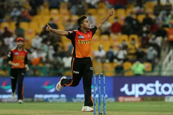 IPL 2021 सबसे तेज भारतीय गेंदबाज: SRH के उमरान मलिक ने IPL 2021 की सबसे तेज गेंद फेंकने के सारे रिकॉर्ड तोड़े